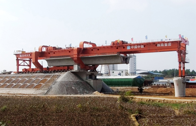 Chang 9 inter-city jiujiang beam field across the first piece of box girder erection